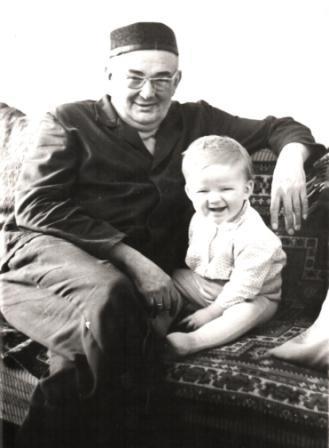 дед и Игорь Юров - врач-психотерапевт, психиатр, кандидат медицинских наук, доцент